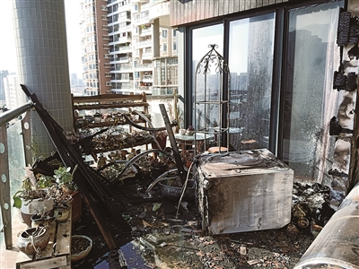 疑空气能热水器短路 住户家中燃起大火