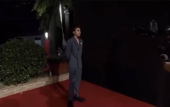 cxk 蔡徐坤✖️EllE风尚大典红毯➕采访cut 接下来的动向现在是比较喜欢先把事情做好再分享给粉丝们……