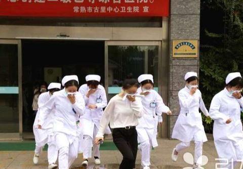 江苏-常熟~古里中心卫生院举行,消防安全救援演练