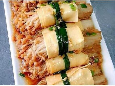 美味家常菜:海鲜茄子煲,酸菜炒大肠,豆皮卷金针菇