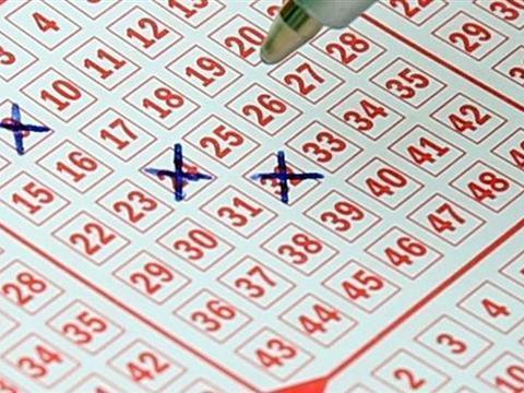 男子失误买了两张同号彩票,意外中得1300万大奖