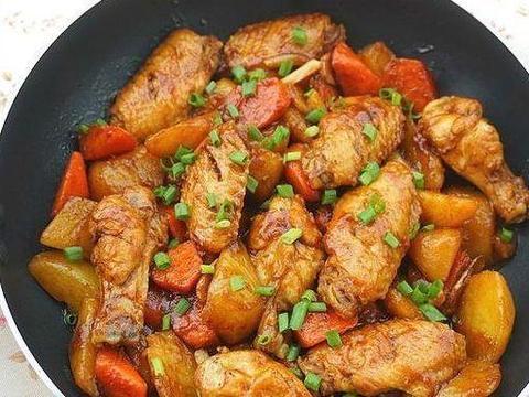 美味家常菜:土豆焖鸡翅,茄汁蒜苗烧豆腐,葱爆羊肉