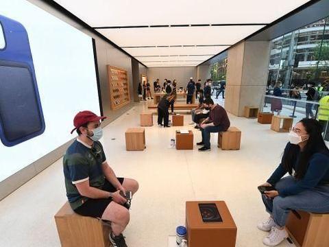 澳大利亚悉尼:iPhone 12开售,顾客排队测温后进入商店!