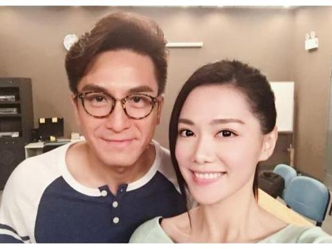 马国明和钟嘉欣等女艺人合影,汤洛雯吃醋称:我也想被帅哥包围