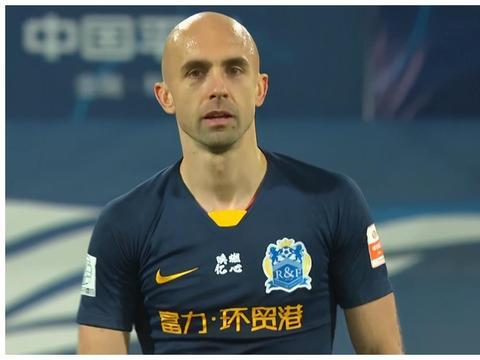 广州富力击败黄海!33岁外援帮助两队保级,阿德里安获球迷称赞