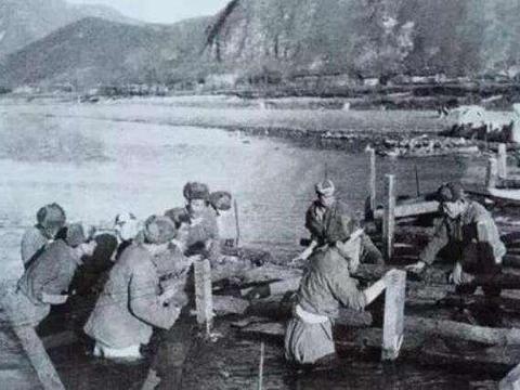 金刚川战役的原貌,战士们80余昼夜守卫大桥,迎战黑寡妇与洪水