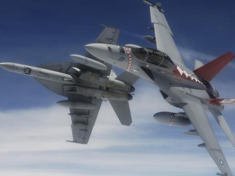 还没开战美国内出事,战机挂实弹狠狠撞向地面,军方紧急启动调查