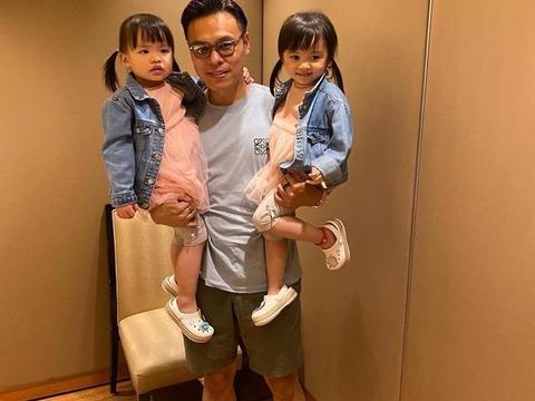 熊黛林老公晒小女儿拿公文包自称爸爸,双胞胎身高差距越来越大