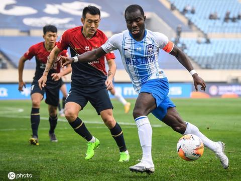 曝有低级别联赛球队租借阿奇姆彭被拒 艾哈或冬训归队