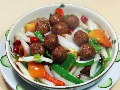 美食:白菜干烧肉丸、牛排三明治、孜然平菇、双浇头金针菇