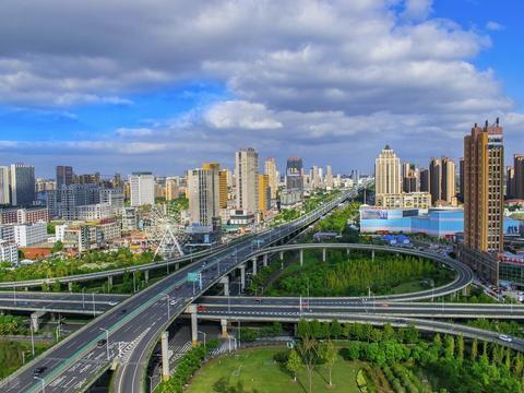 继宜兴之后,江苏又一县城崛起,境内坐拥2大高铁,却并非海门