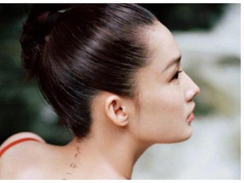 古典气质型的美女李沁,露背诗画造型,想法独特奇异,美丽又动人