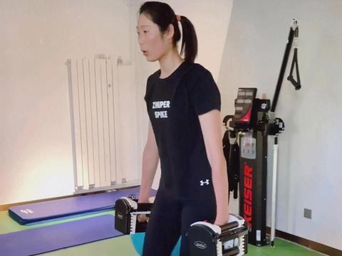 女排国手朱婷最新训练照流出,气色红润,大汗淋漓凸显好身材!