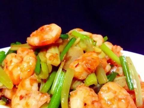 美食推荐:熘肥肠,鱼香虾仁,霉干菜炒苦瓜 ,尖椒猪头肉