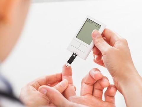 """糖尿病人""""排尿""""若出现5个异常,要重视,警惕是尿毒症来临的信号"""