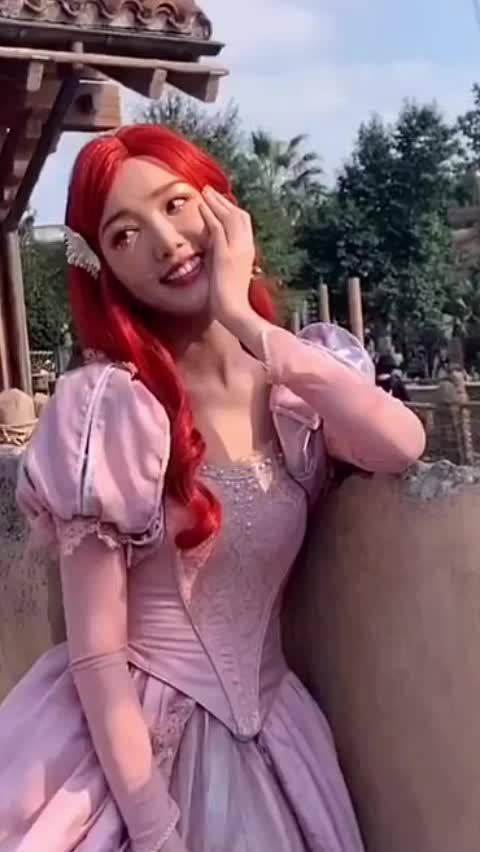 网友偶遇毛晓彤在迪士尼,真的是可爱又漂亮