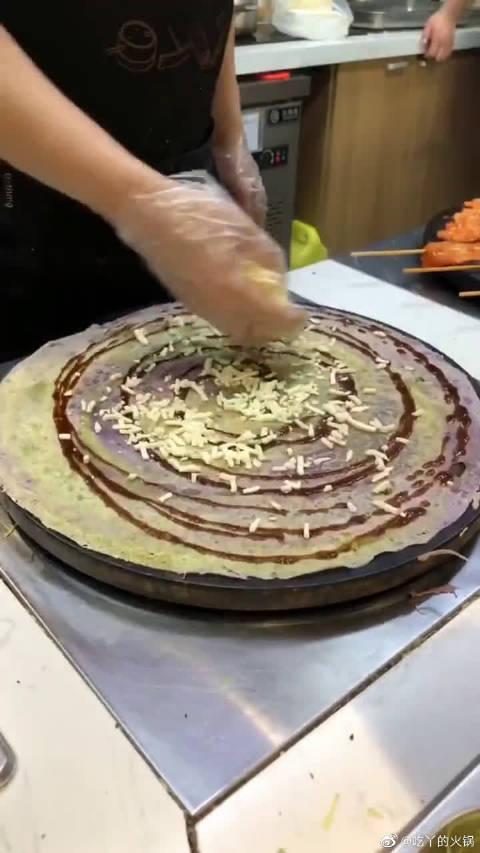 网红星空煎饼,就比普通煎饼多了个颜色!价格立马翻了好几倍!