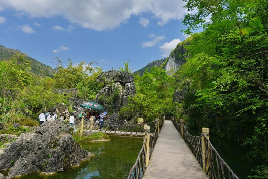 """距黄果树瀑布6公里有一处绝美景区,天然形成""""千古绝画"""""""