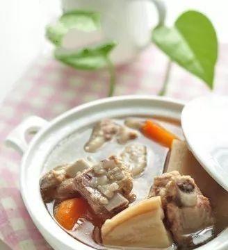 莲藕排骨汤,荸荠炒肉片,鸡肉毛豆丁,番茄肉末炒玉米