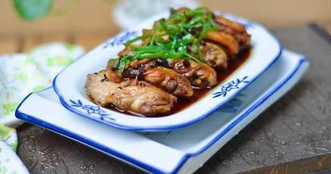 家常美食:豆豉蒸鸡翅,一品百灵菇,腊肠炒蒜苗
