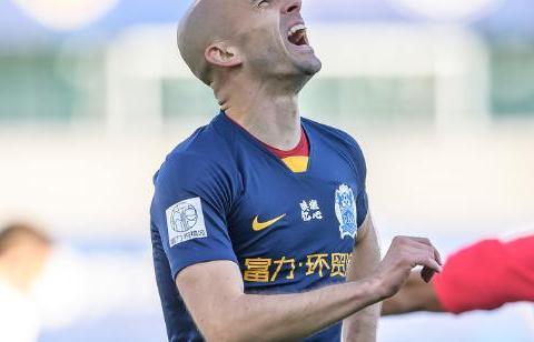 广州富力2-1青岛黄海!总分2-1保级成功,阿德里安传射建功