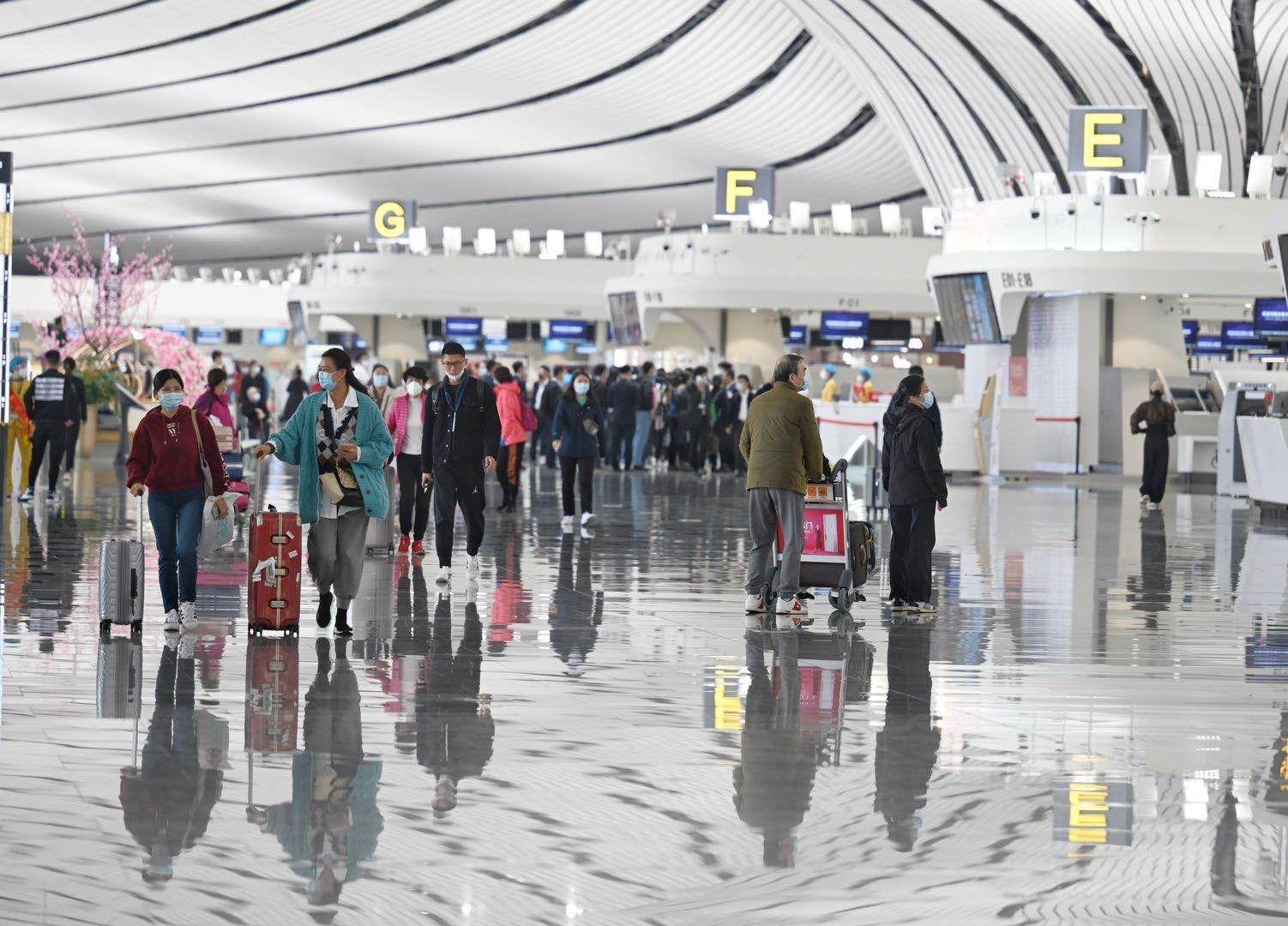 今起大兴机场执行冬航季航班计划,南航在京航班全部转至大兴机场图片