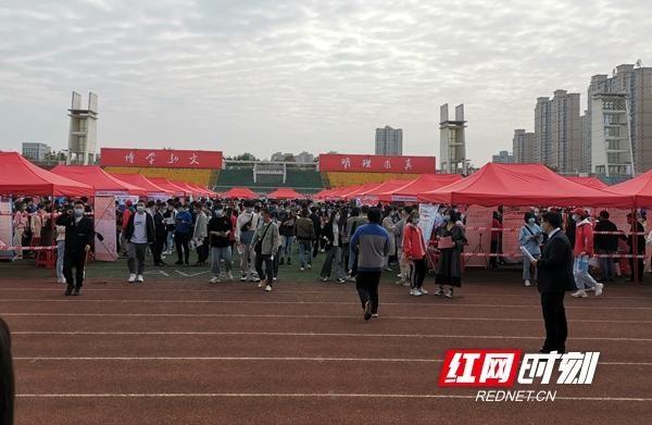 视频丨湖南文理学院举行2021届校园招聘会 网上教育类受热捧