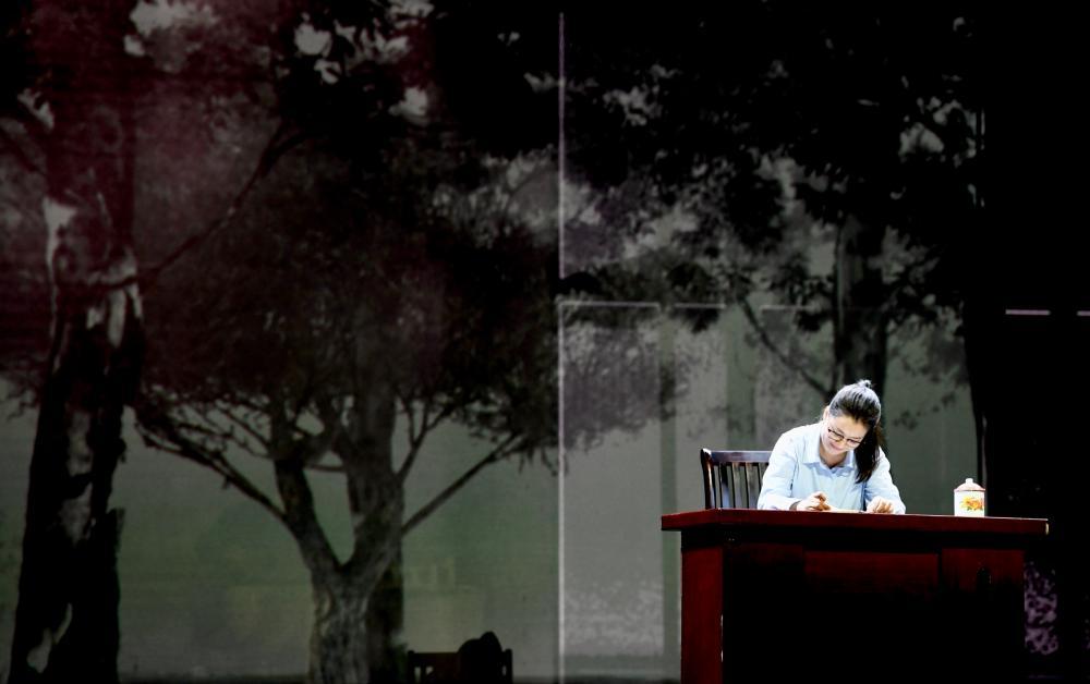 牺牲女干部黄文秀为原型,《扶贫路上》亮相申城,上海文艺院团当家人这样评价