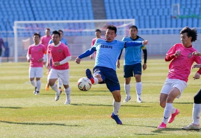 瑞沃足球队捧得呼和浩特业余足球联赛桂冠