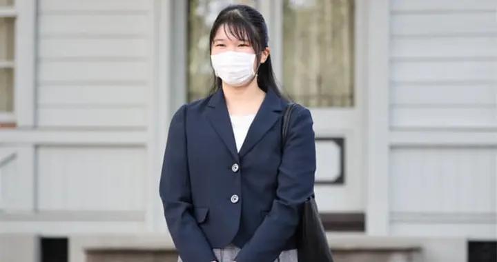 """日本爱子公主大学校园""""新生首秀""""戴口罩甜笑 今后仍在皇宫上网课"""