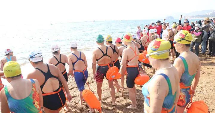 """1000余人""""泳""""往直前!第19届中国大连国际冬泳节开幕"""
