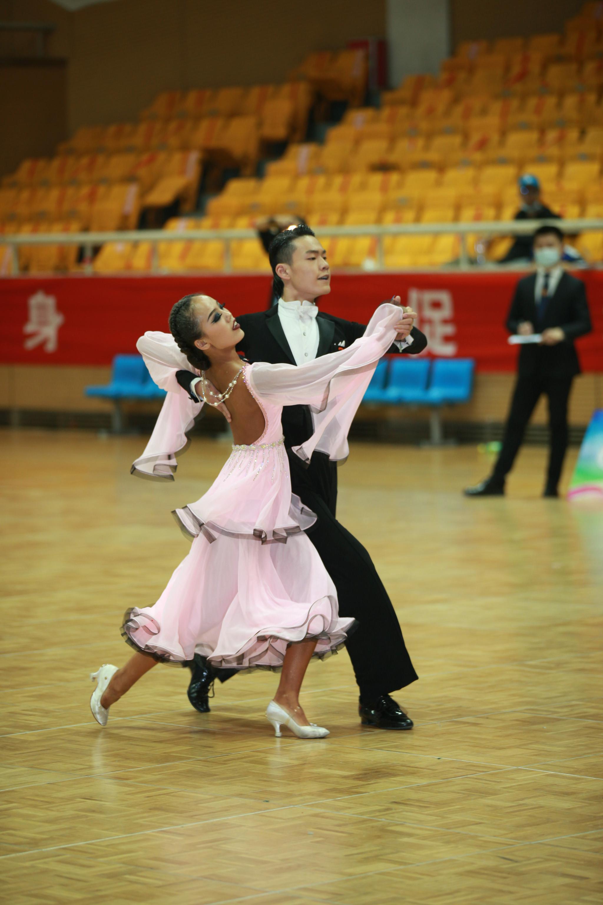 今年北京首场室内体育舞蹈赛事,近千名选手参加图片