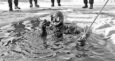 """""""蛙人""""特警:什么样的水域我们都能潜下去"""