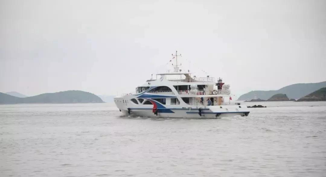 舟山首艘双体钢铝高速客船完成全船合拢