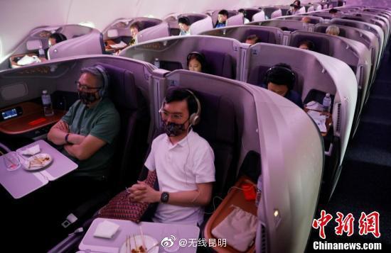 """新加坡航空A380餐厅营业 客人体验陆地上的""""飞机餐"""""""