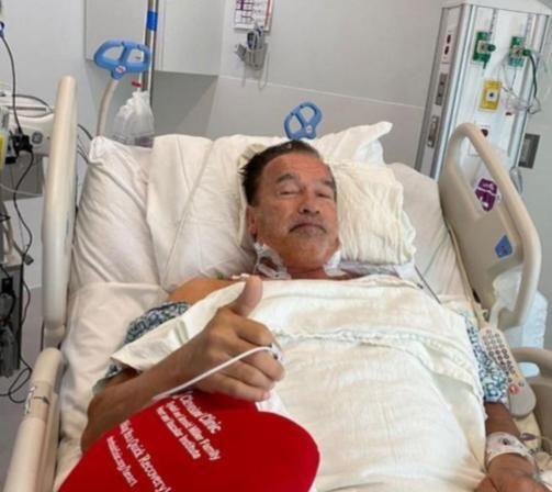 73岁施瓦辛格再做心脏手术,都是过度健身惹的祸?终结者终究老了