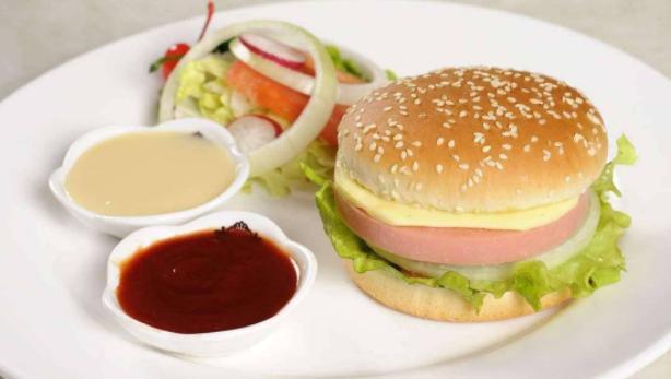 别再吃快餐汉堡,都是人造肉,自制汉堡卫生健康都有保证,吃的香