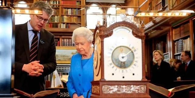 从夏令时进入冬令时,工作人员花40小时为英国女王调上千时钟