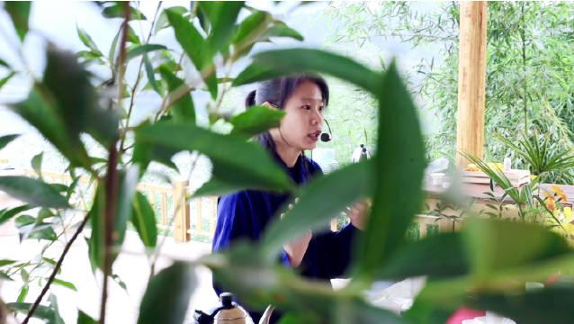 今天上午在武当山学茶道和做香牌的小花絮……