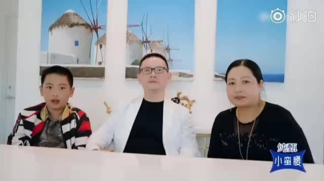 无意间翻到之前《创造营2019》里周震南父母的加油视频……