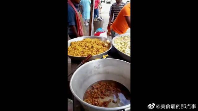 印度咖喱炒米饭,右手进去我无所谓,你左手也放就过分了!