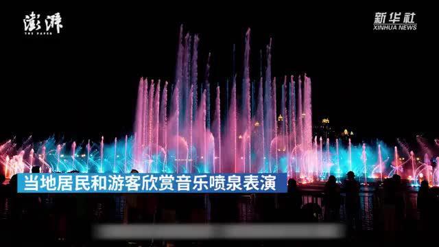 世界最大喷泉:迪拜棕榈岛音乐喷泉迎来表演季
