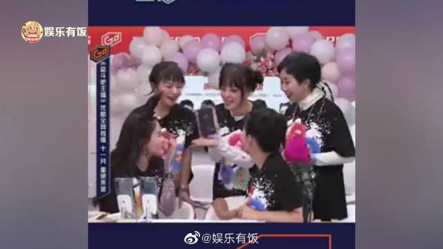 10月24日,王思聪与宋美娜视频连线……
