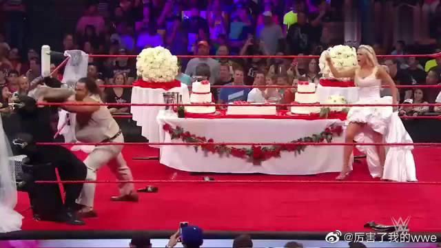 WWE:怪物鲁瑟夫给老婆庆祝生日,罗曼大帝竟然出手捣乱……