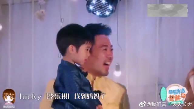 """戚薇和李承铉亲亲 lucky大喊""""妈妈有口红""""!"""