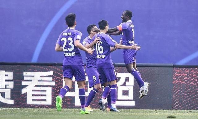 王宝山防反战术初见成效,泰达两球完胜大连获联赛第二胜!