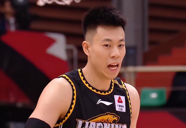 22分7篮板+4次扣篮,张镇麟拼到下巴被打裂,杨鸣提更高要求