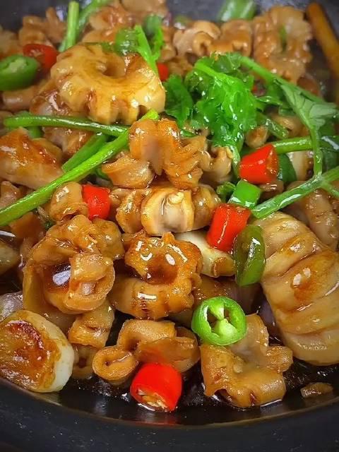 经典广东特色菜啧啧生肠 ,食左返寻味!爽脆下饭,一煲不够吃