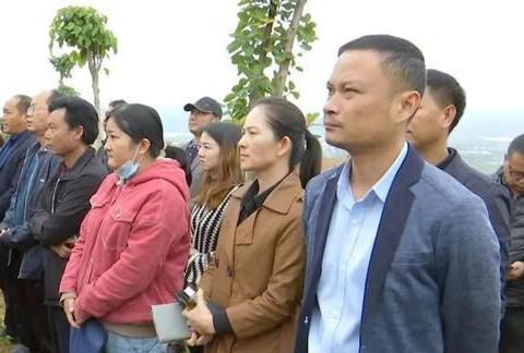 为推动殡葬改革,群众积极支持!云南宾川集中拆除30多座活人墓