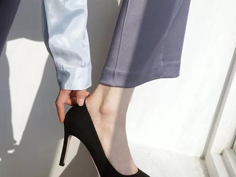 """高跟鞋也能加""""大铁链""""?粗狂的欧美风,轻松碾压全场"""